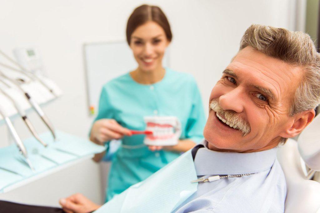 Чему так улыбаются врачи, старики и целые семьи -2